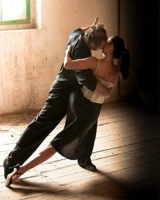 A night of dancing is an enchanting gift idea. Photo Courtesy of: Pinterest.