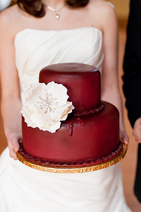 marsala_wedding_cake_with_white_flower